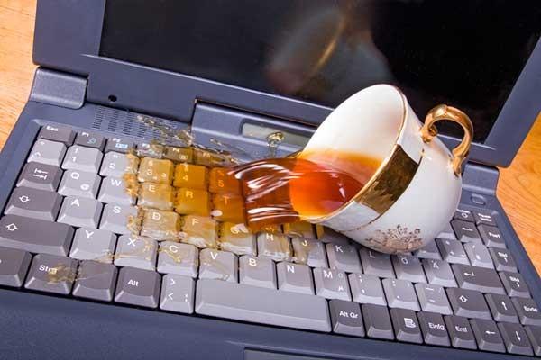Ноутбук пролила чай