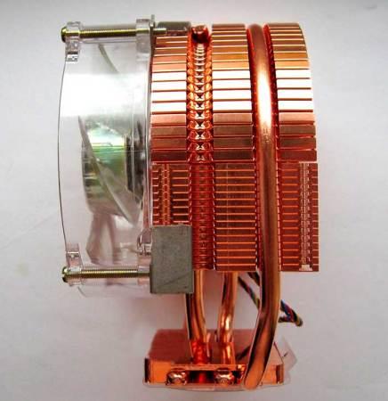 Радиатор с установленным на него кулером с трубками